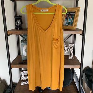 Yellow shift T-shirt dress // Size Large // NWT